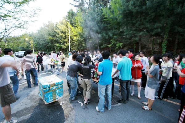 ˝성년의 날˝ 기념 한기인들의 파티 현장