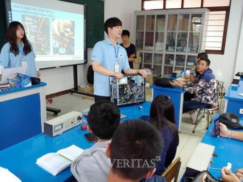 [베리타스알파]포토] 코리아텍 학생들 라오스서 컴퓨터/로봇 등 'IT교육봉사' 실시